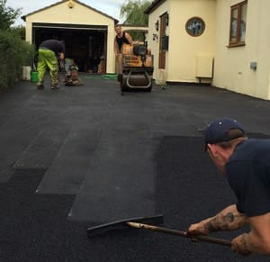 Laying a Tarmacadam Driveway
